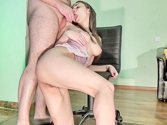 Sekretářka je k ruce svému šéfovi