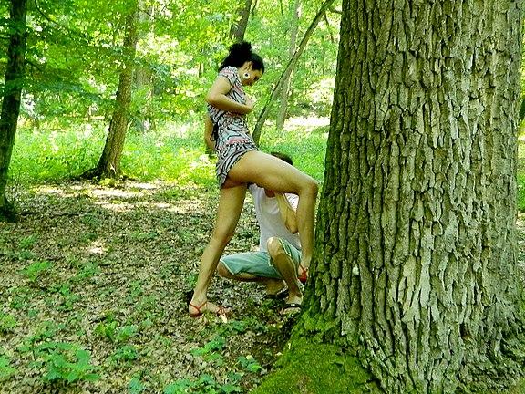 Houbařka potkala nesmělého houbaře