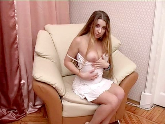 Hot Chick in Deepthroat Pussy Bang