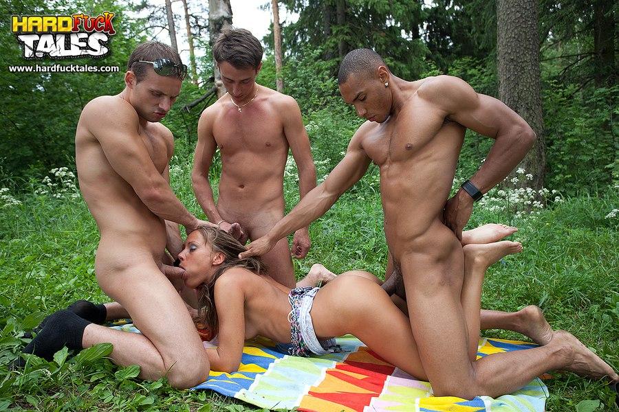 Русский секс на природе групповой 19 фотография