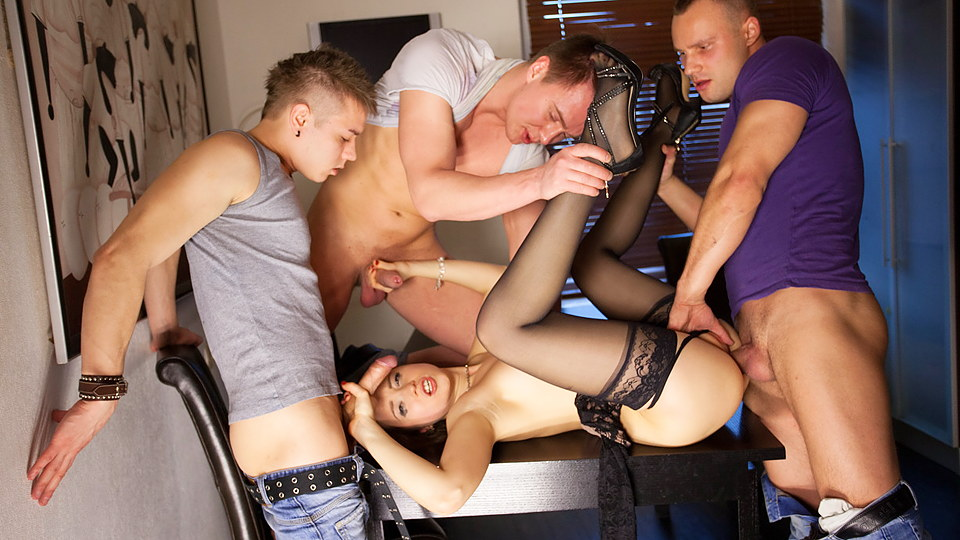 Gangbang porno action for slender TaissiaShanti