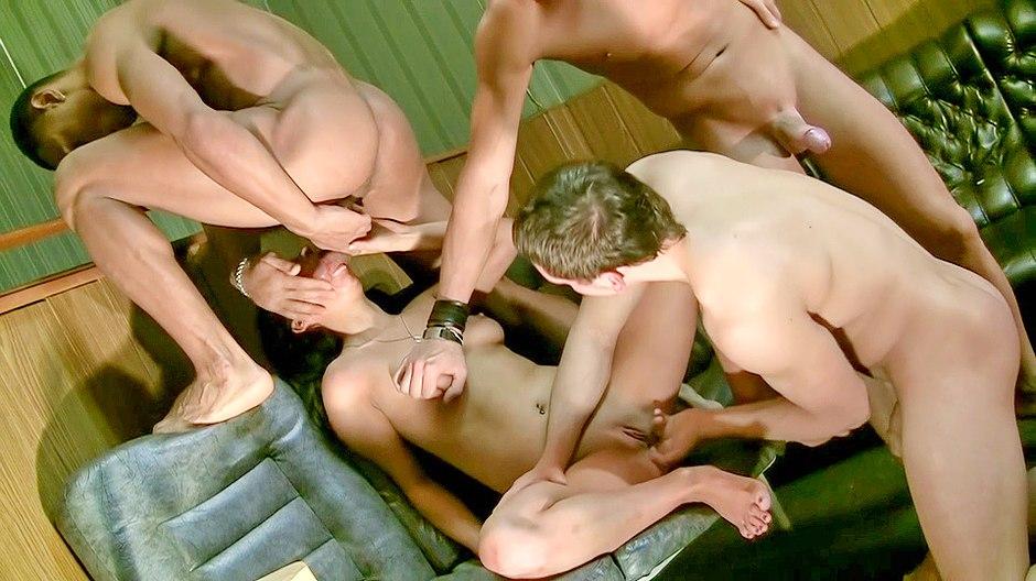 pijpe Twee bisexuele mannen en een geil blondje