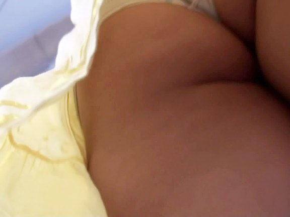 Sexy legs upskirt amateur video