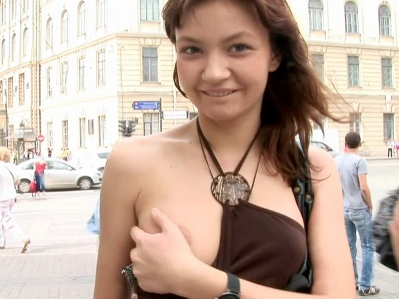 Teen shows tits and ass in the street and sucks a stranger