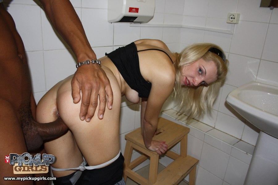 stroynaya-blondinka-i-negr